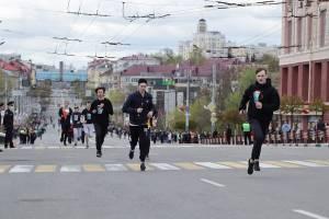 В Брянске студенты и школьники пробежали эстафету «Дорогами памяти»