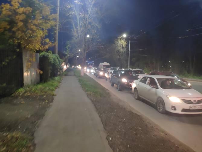 Улицу Калинина в Брянске сковала пробка из-за аварии с участием троллейбуса