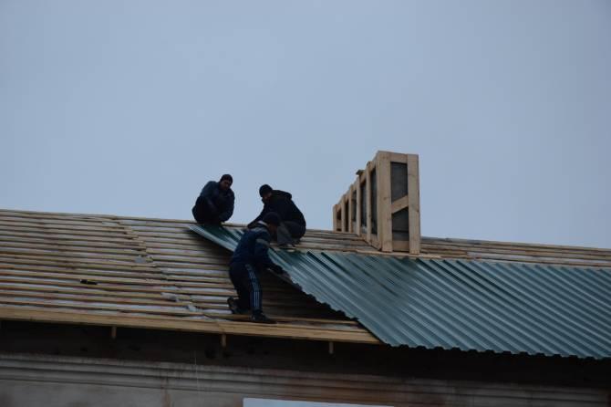 В Брянске чиновники из фонда капремонта приняли в эксплуатацию опасную крышу