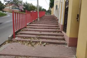 Недоступная среда по-брянски: заборы поставили, а про инвалидов забыли