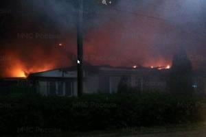 В Климово три часа тушили горящий дом