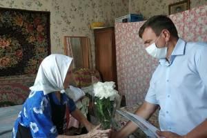 В Стародубе долгожительницу поздравили с 90-летием