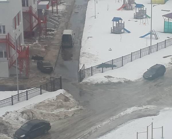 В Брянске детский сад «Гармония» утонул в грязи и лужах