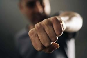 В Почепском районе мужчина жестоко избил своего знакомого