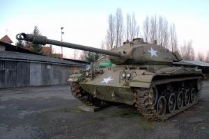 В Брянске учеников школы №54 поздравили плакатом с танком США