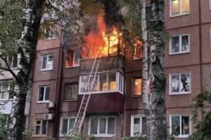 В Брянске спасатели не смогли заехать во двор дома, где при пожаре погибла женщина
