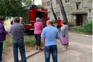 В Брянске автомобилисты спасли от пожара многоквартирный дом