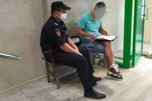 Устроили облаву на безмасочников в поселке Локоть полицейские