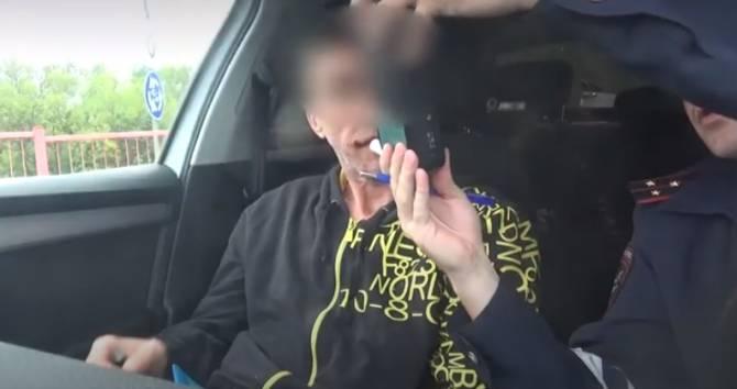 В Брянске сняли на видео погоню за таксистом-наркоманом