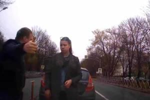 На выезде из Брянска наглая автоледи устроила ДТП