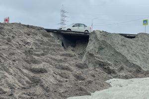 В Брянске размытая ливнем новая дорога повисла в воздухе