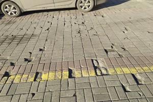 В Брянске развалилась плитка на площади Ленина