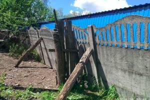 В поселке Суземка грозит обрушиться забор рынка