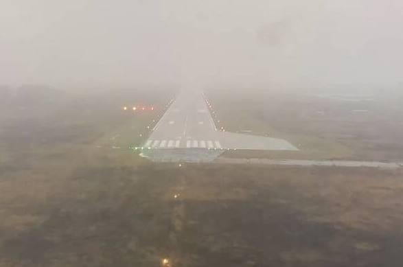 В Брянске самолет из Санкт-Петербурга совершил посадку в сложных условиях