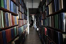 Директора погарской библиотеки оштрафовали за нарушения при закупках