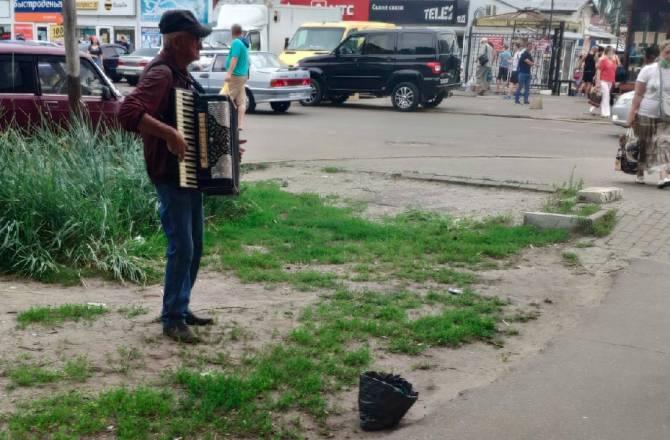 В Брянске уличные музыканты добрались до рынков