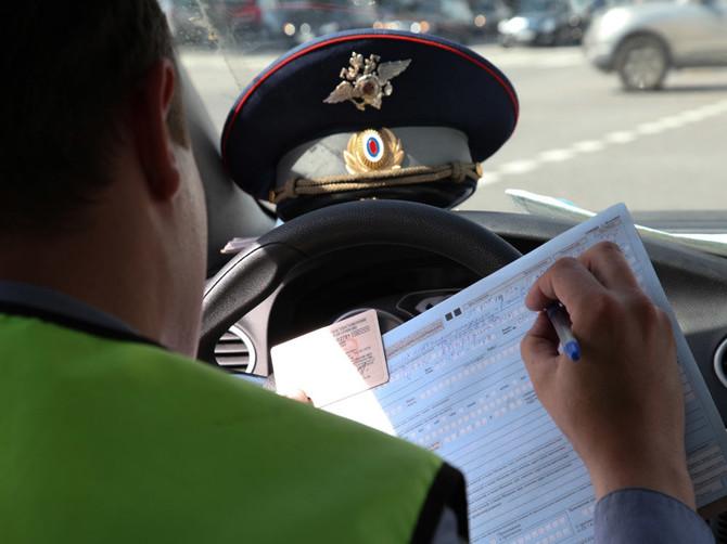 В Севске осудят водителя за попытку дать взятку инспектору ГИБДД