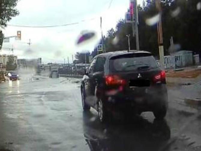 В Брянске водителя оштрафовали на тысячу рублей за проезд на «красный»