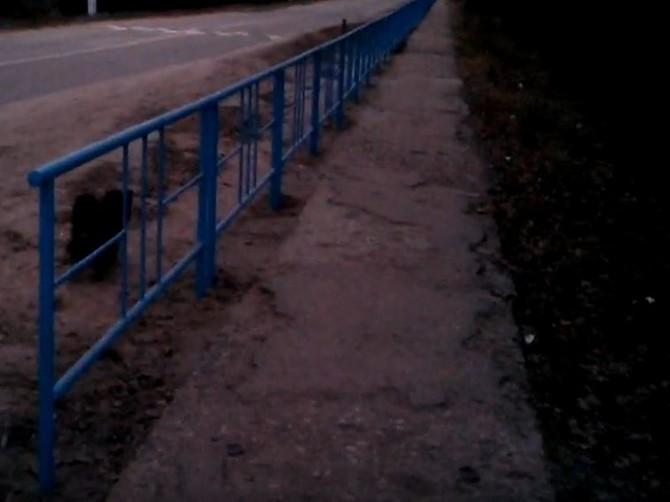 В Жуковке пожаловались на убитые тротуары и лишние заборы