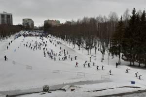 В Брянске по мокрому таящему снегу прошла «Лыжня России»