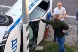 В ДТП с участием автомобиля ДПС под Брянском ранены 5 человек