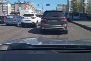 В Брянске разгорелись споры в связи с ночным и дневным ремонтом дорог
