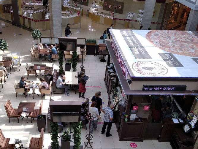 Покупателя брянского ТРЦ «Аэропарк» возмутили люди без масок