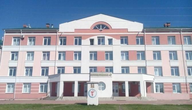 Работники приемного покоя Почепской больницы пожаловались на невыплаты надбавок