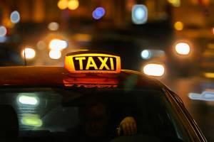 В Брянске лжесиловик попытался обмануть водителя такси
