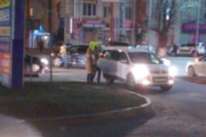 В центре Брянска столкнулись две легковушки
