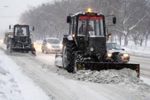 В Карачеве к борьбе с последствиями снегопада подключились аграрии