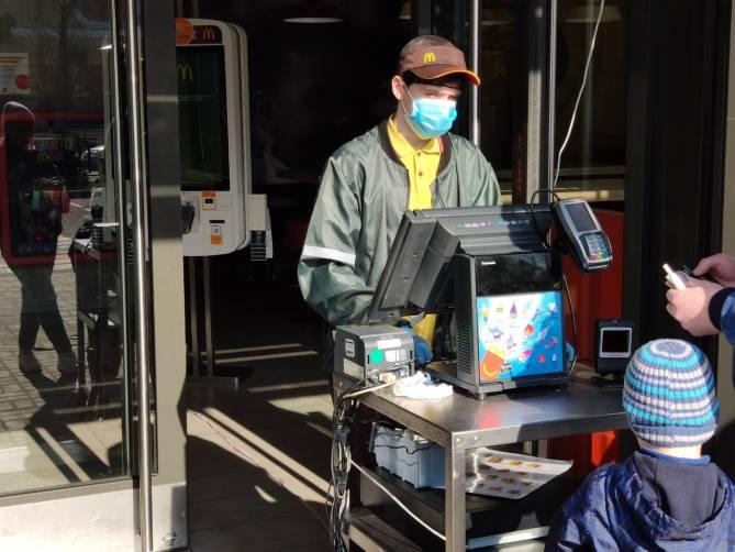 В Брянске ресторан «Макдоналдс» продолжил работу на фоне запрета