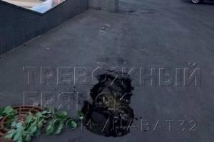 В Брянске заметили провал рядом с лестницей бульвара Гагарина