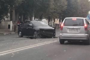В Брянске возле ТЦ «Родина» разбились две легковушки