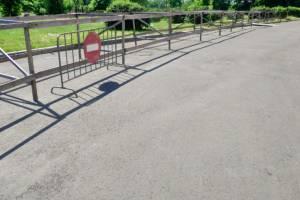 Год за забором: ограждения на набережной Брянска стали достопримечательностью