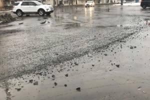 В Брянске на кольце Полтинника водитель попал под обстрел