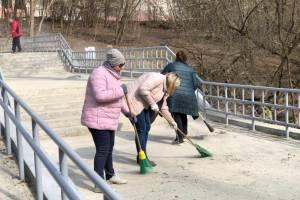 Брянские бюджетники вышли на уборку бежицкого пляжа