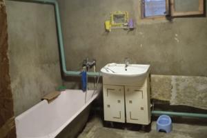 В Новозыбкове власти пригрозили сироте отобрать младенца