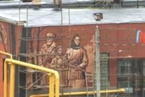 В Брянске на котельной появилось огромное граффити с партизанами