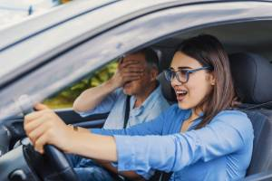 Лишённая прав брянская автоледи подкупила сотрудников МРЭО