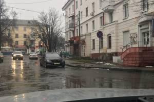 В Брянске автохам оставил Mercedes под запрещающим знаком