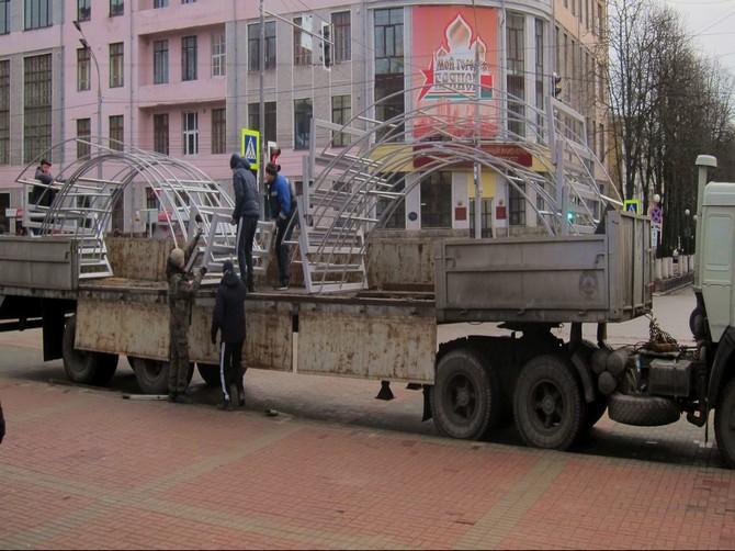 В центре Брянска устанавливают новогодние «арки желаний»