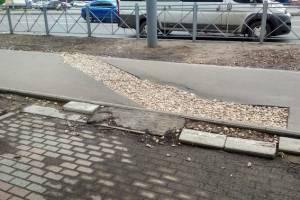 Брянцев возмутил недостроенный тротуар на Авиационной