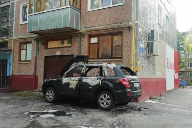 В Брянске на Новом городке сгорела машина