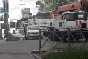 В Брянске на Красноармейской КамАЗ МЧС не поделил дорогу c такси