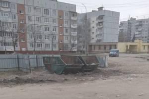 В Брянске на Почтовой убрали зловонную свалку