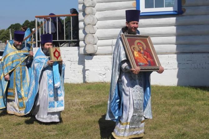 В брянском храме поселка Малое Полпино состоялся Крестный ход