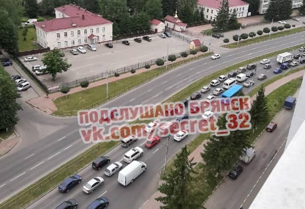 В Брянске на проспекте Станке Димитрова из-за аварии с автобусом образовалась пробка