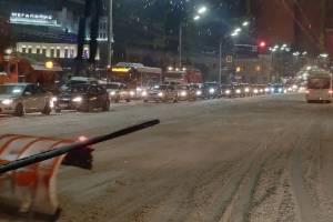 В Брянске улицу Калинина сковала гигантская пробка