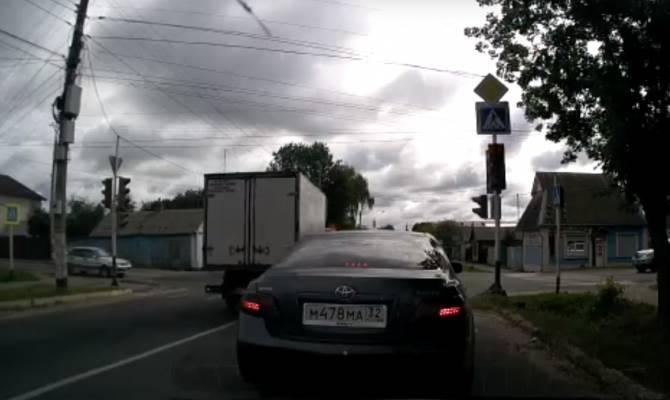 В Новозыбкове водитель легковушки сбил женщину и скрылся
